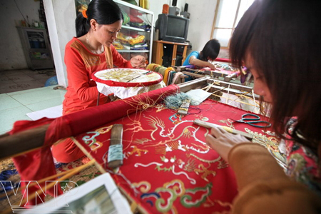 Embroidery Village Quat Dong