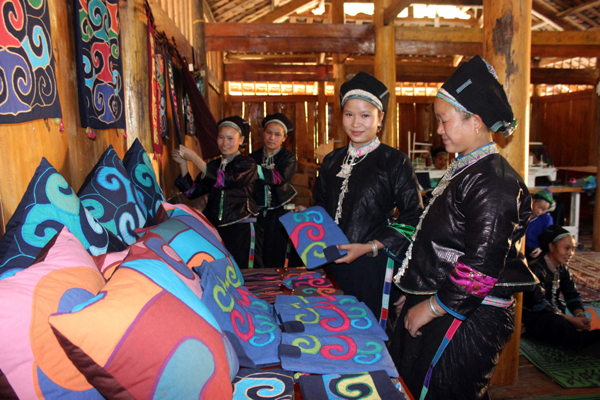 Preserving Vietnam's weaving and embroidery tradition