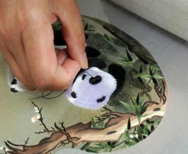 Embroidery is a brilliant pearl in Chinese art
