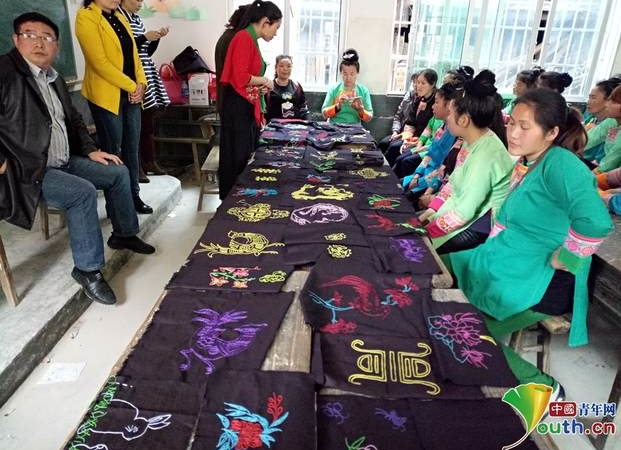Reduce poverty with traditional embroidery